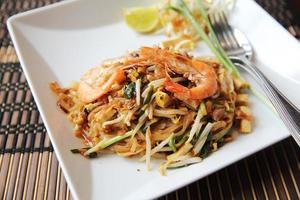 Thais eten Padthai gebakken noodle met garnalen
