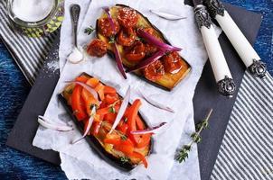 aubergine met groenten foto