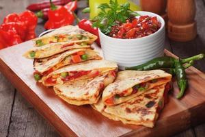 quesadilla's met salsa foto