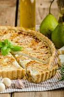 Franse quiche gevulde kaas en peren foto