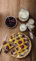zandkoekjes taart met kersen foto