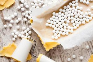 ingrediënten voor deegbodem voor quiche, taart. foto