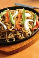 sizzler udon noodle foto