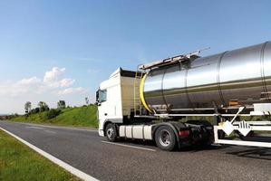 brandstof tankwagen foto