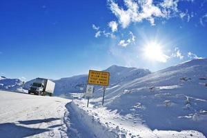 gevaarlijke winterweg foto
