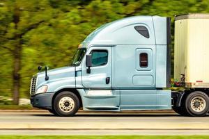 blauwe vrachtwagen foto