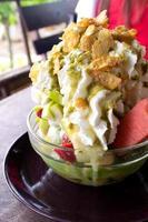 Aziatisch dessert van geschoren ijs foto