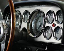 sportwagen snelheidsmeter macro oudere meters dashboard foto