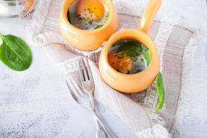gebakken eieren met spinazie foto