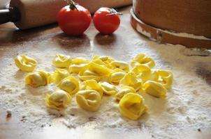 Italiaanse ravioli met ricotta en groenten foto