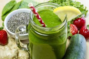 gezonde groene sap smoothiedrank foto