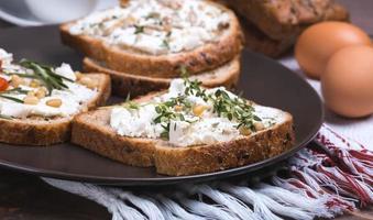 sandwich met zachte kaas foto