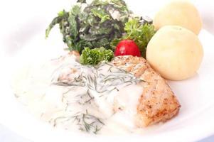 vissteak en biologische groente foto