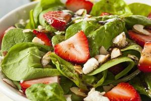 biologische gezonde aardbei balsamico salade foto