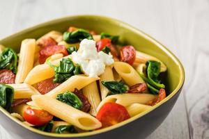 pasta met tomaat en spek foto