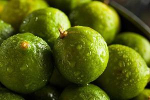 rauwe groene biologische limoenen