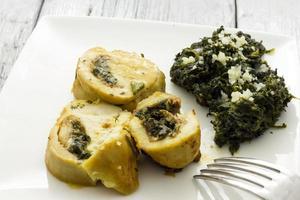 geroosterde kipfilet gevuld met spinazie foto
