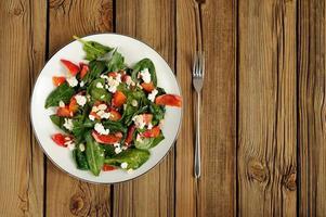 Spinazie en bloedsinaasappelsalade met kwark en pinda's foto