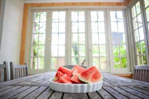 watermeloen in een kom foto