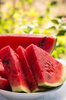 rijp gesneden watermeloen close-up foto