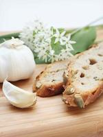 knoflook en brood foto