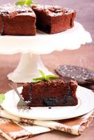 pruimen en chocoladetaart foto