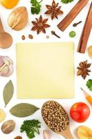 kruiden en specerijen op wit foto