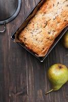 zelfgemaakte cake met peren en chocolade foto