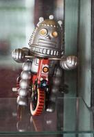 oud klassiek robotspeelgoed foto