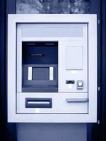 geldautomaat in blauwe toon foto