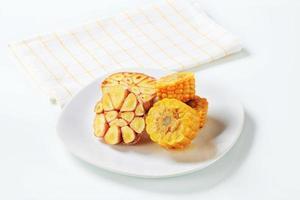 maïskolf en knoflook foto