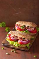 sandwich met ham, tomaat en sla foto
