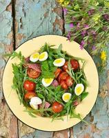 salade van zomergroenten