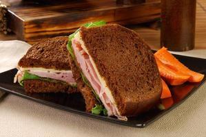 zwarte woud ham sandwich foto