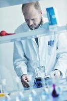 onderzoek en wetenschapsmensen in laboratorium