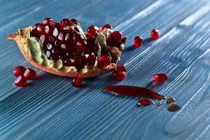 rijpe granaatappel foto