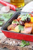 portie geroosterde groente (ratatouille) foto