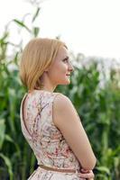 meisje op maïs foto
