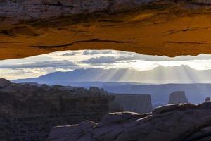 uitzicht op canyonlands national park, mesa arch foto