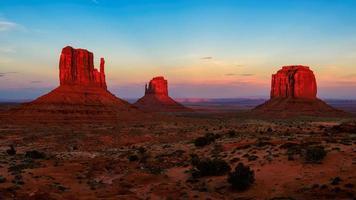 zonsondergang op Monument Valley, Arizona foto