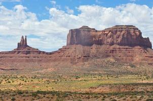 wanten, mesa en butte in de monumentvallei foto