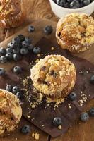 zelfgemaakte bosbessenmuffins als ontbijt foto