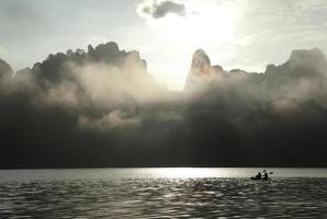 mistige berg foto