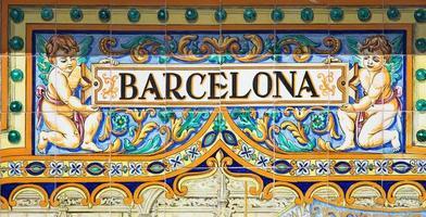 barcelona geschreven op azulejos foto