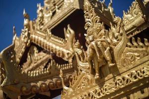 buitenaanzicht van de tempel in yangong myanmar foto