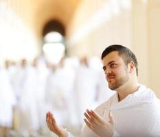 moslim pelgrims in miqat foto