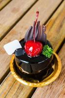 chocoladetaart met kersen foto