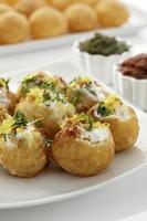 dahi batata puri, chat food, india foto