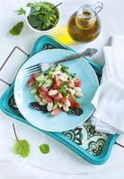 salade van tomaat en witte bonen foto