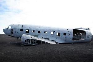 vliegtuigwrak - solheimasandur ijsland vliegtuigcrash foto